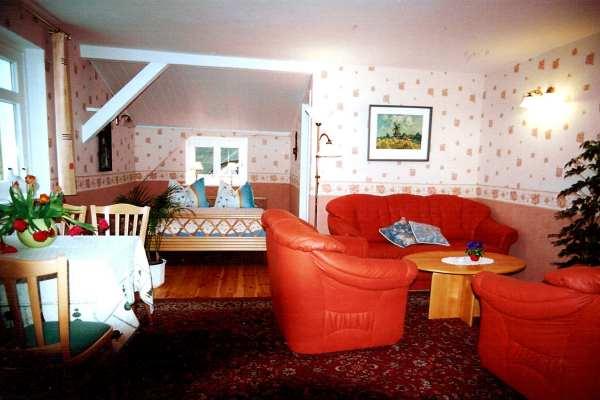 haus rosengarten die ferienwohnung lachm we in middelhagen auf der insel r gen. Black Bedroom Furniture Sets. Home Design Ideas